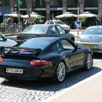 Porsche mit eigenartigem Design vom Nummernschild