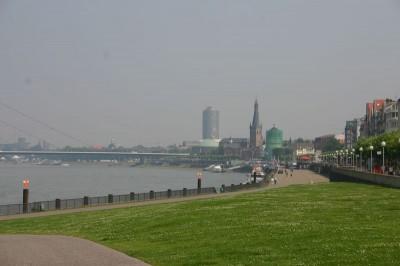In Düsseldorf am Rheinufer
