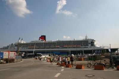 Queen Mary 2 im Hafen