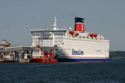 Großes Schiff in Kiel