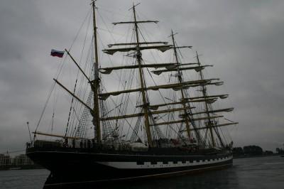 Russischer Großsegler beim Auslaufen