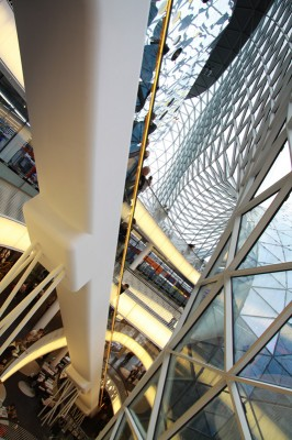 myZeil - Rolltreppe hoch vom Erdgeschoss in vierten Stock