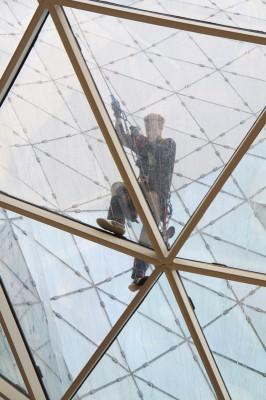 myZeil - Arbeiter auf dem Dach