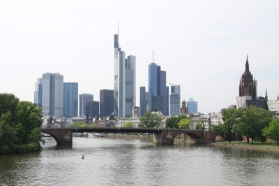 Der Main mit der Frankfurter Skyline
