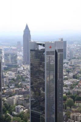 Blick von der Aussichtsplattform auf die Sparkasse