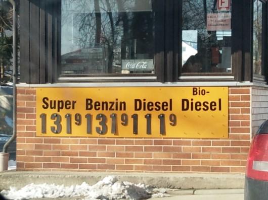 Die Tankstelle ist auch leicht in die Jahre gekommen.