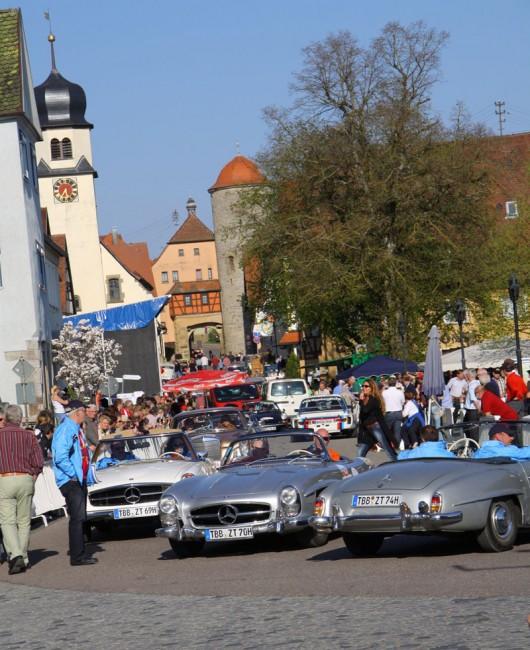 Buntes Treiber auf der Langenburger Hauptstraße