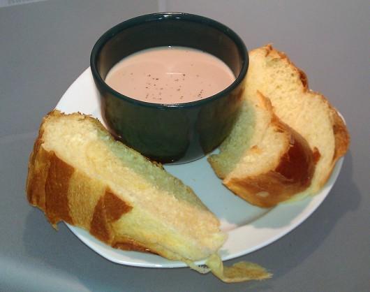 XXL-Tasse und Essenteller als Untersetzer