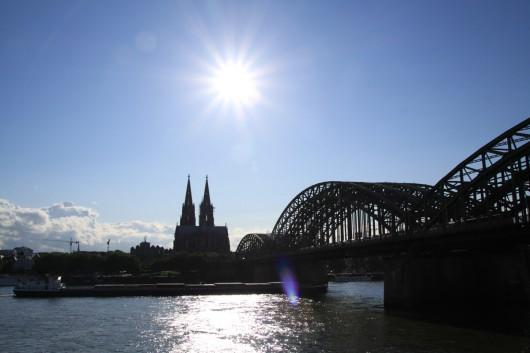 Kölner Dom und Hohenzollernbrücke bei Tag