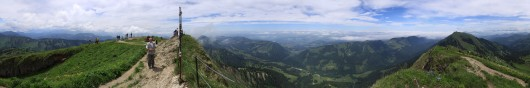 Panorama: Hochgrat in den Allgäuer Alpen mit Rundumblick.