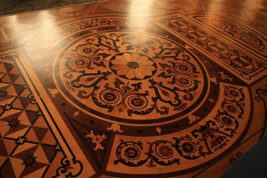 Der Parkettboden in einem der Schloss-Säle