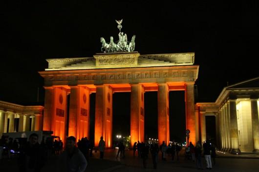 Großer Menschenauflauf am Brandenburger Tor.