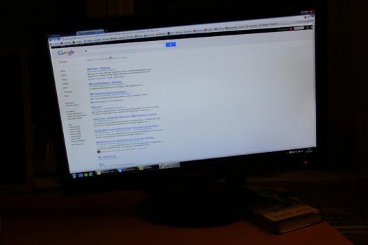 Musste mein Monitor provisorisch unterlegen. Google ist kaputt...