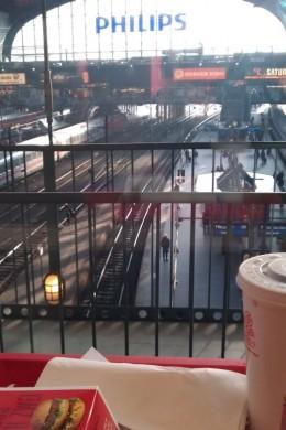 Toller Ausblick in der McDonald's-Filiale im Hamburger Hauptbahnhof.