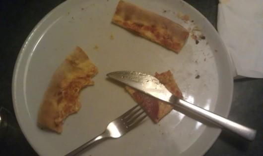 Die Überreste der Pizza.