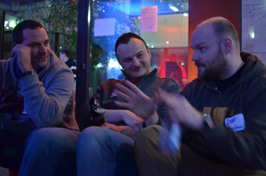 In gemütlicher Runde: @SveNit, @mahrko & @BenFlavor (Foto @nie_ro)