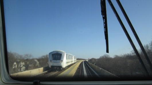 Im führerlosen AirTrain auf dem Weg zu JFK-Terimal 4.