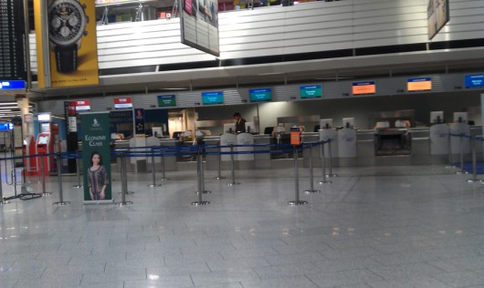 Um 5:05 Uhr im Frankfurter Flughafen. Alles noch wie ausgestorben.