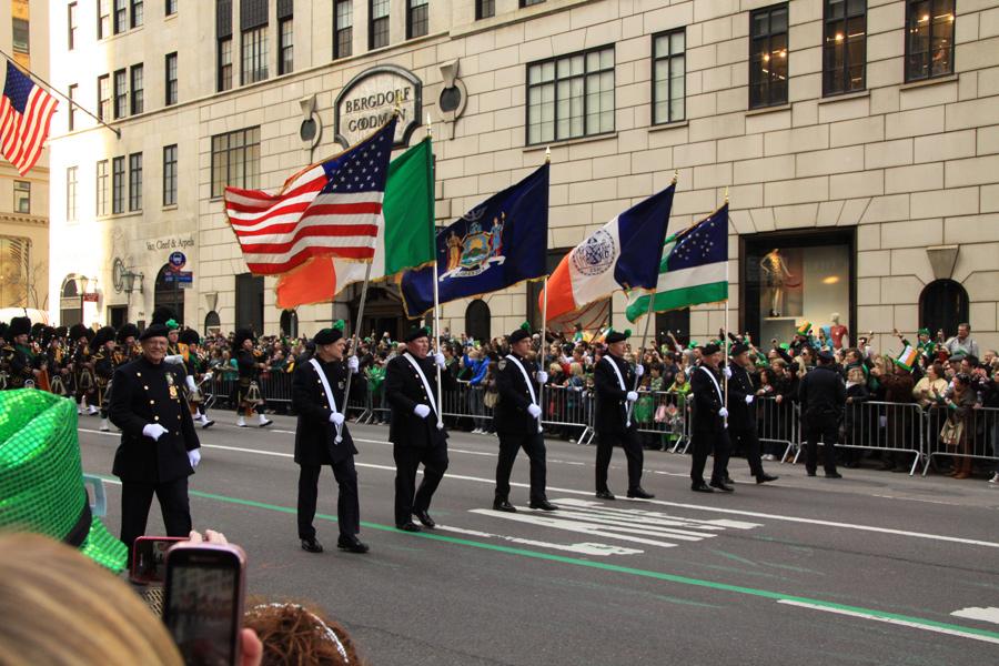 Eine der vielen, vielen Gruppen der Parade.