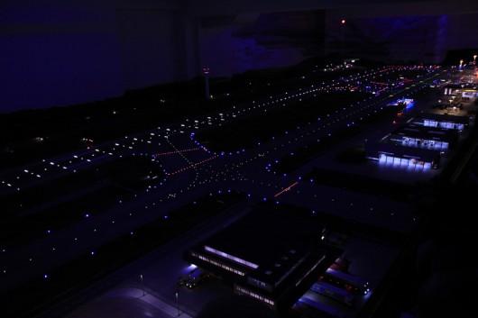 Ebenfalls faszinierend: die Landebahn bei Nachtsimulation.