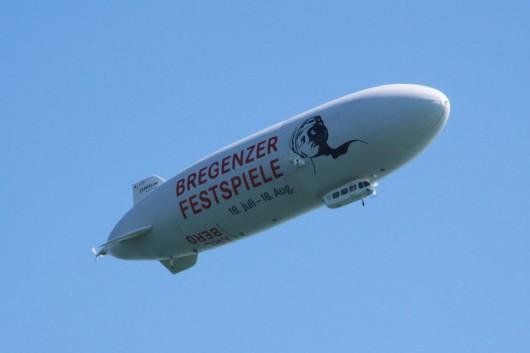 Ein Zeppelin am Himmel darf in Friedrichshafen natürlich auch nicht fehlen...