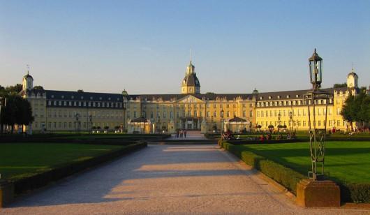 Das Karlsruher Schloss in der Abendsonne. (Foto: © flickr.com User: tbee)
