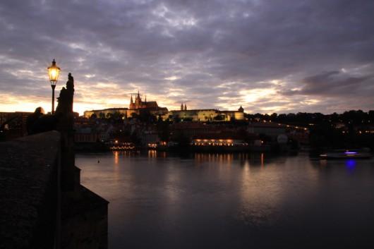 Wunderschöner Blick über die Moldau auf die Prager Burg.