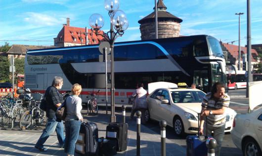 Der Bus vor der Abfahrt in Nürnberg.