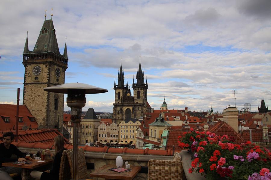 Dachterrasse mit wundervollem Ausblick über die Stadt.