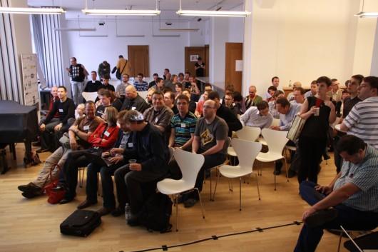 Die eine Hälfte der Teilnehmer bei der Begrüßung...