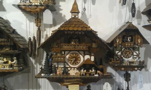 Im Touri-Shop im Schwarzwalddorf Titisee.
