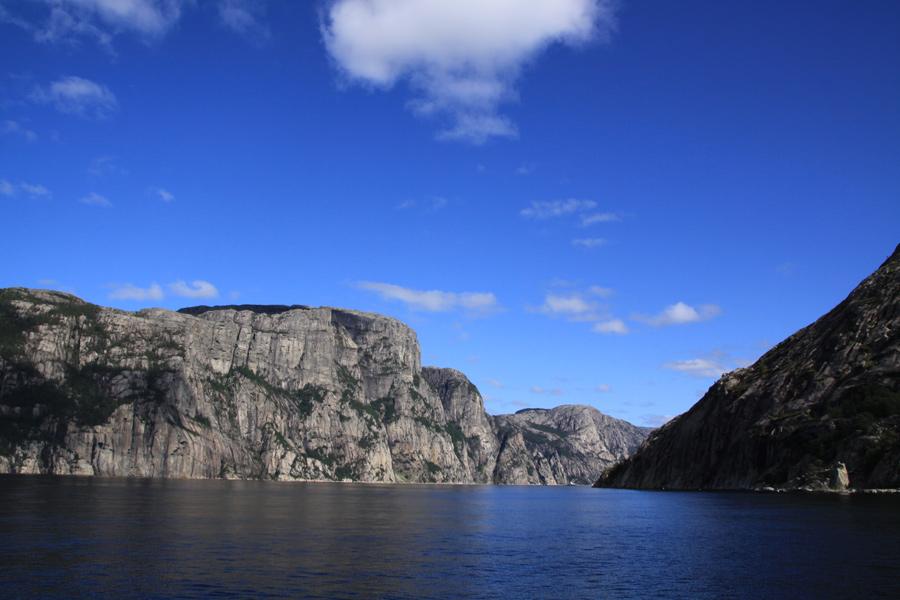 Der Ausblick von meiner Lesestelle am Lysefjord. Traumhaft!