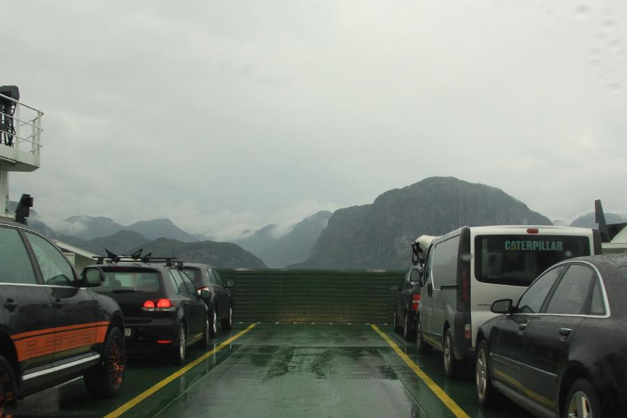 Auf der kleine Fähre über den Lysefjord.