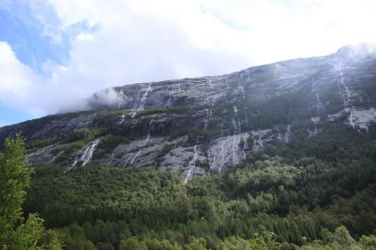 Ausblick aus dem Schlafzimmer: Wasserfälle noch und nöcher!
