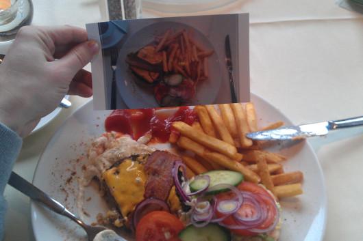 Mein Essen mit Erinnerungsfoto, wie er 5 Minuten vorher aussah.