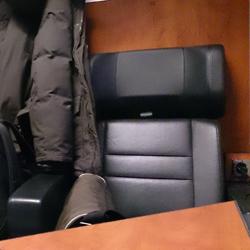 Das Abteil der Business-Class ist mit nur 4 Sitzen bestuhlt.