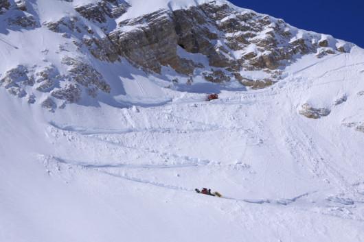 Und Pistenbullys auf dem Schneeferner im Steilhang.