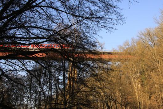 Die Eisenbahnbrück der Hohenlohebahn.