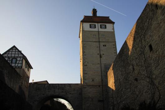 Das Vellberger Stadttor und Brücke über den Burggraben.