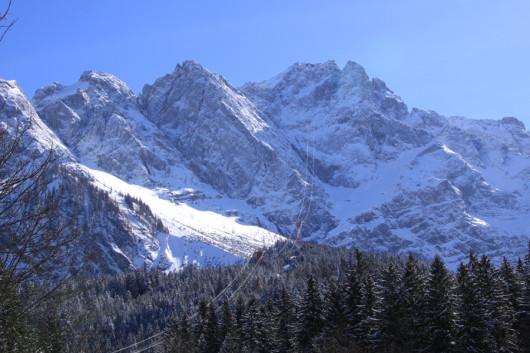 Die Zugspitze vom Eibsee aus gesehen.