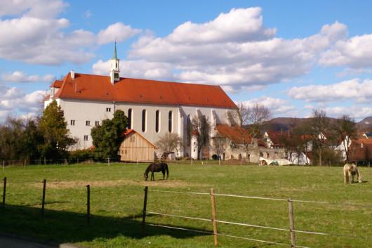 Die Klosterkirche aus dem 13. Jahrhundert im Ortsteil Stetten.
