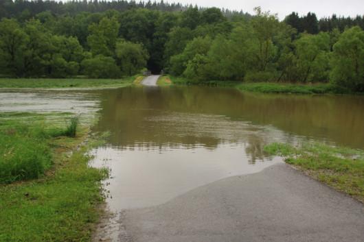 Man könnte die Straße gerade als Slipanlage für Boote nutzen!