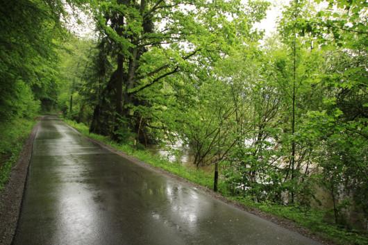 Die gesperrte Straße Richtung Rindelbach.