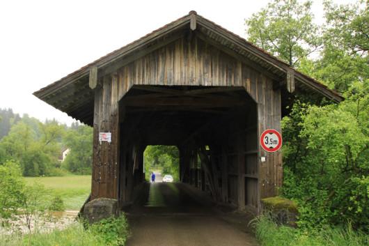 Die Holzbrücke nach Fach.
