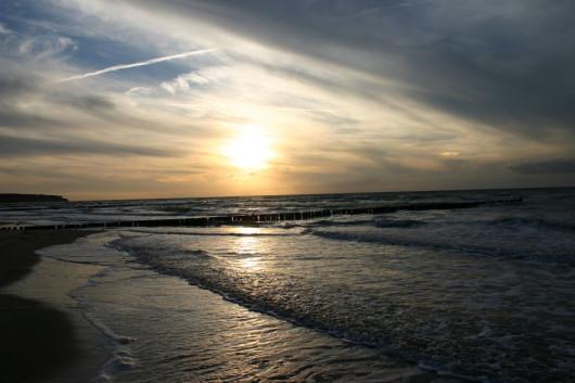 Sonnenuntergang über der Ostsee bei Warnemünde.