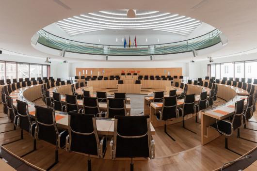 Der Plenarsaal im Landtag (Foto: Martin Kraft / Wikipedia)