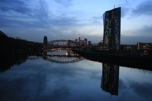 Die Skyline während der blauen Stunde.