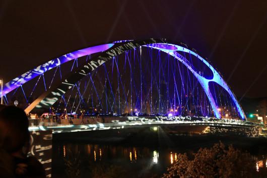 Ankunft an der - nun endlich - beleuchteten Brücke!