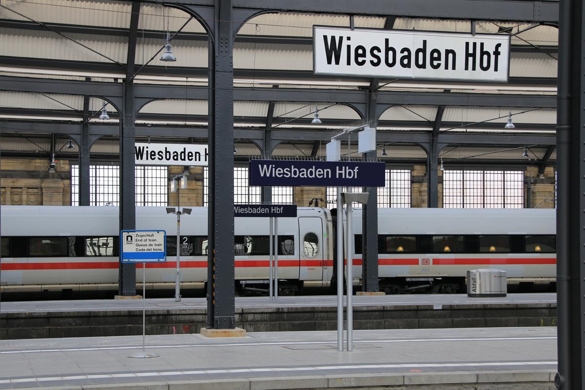 Wiesbaden Hbf - hier wird die Reise für mich beginnen!