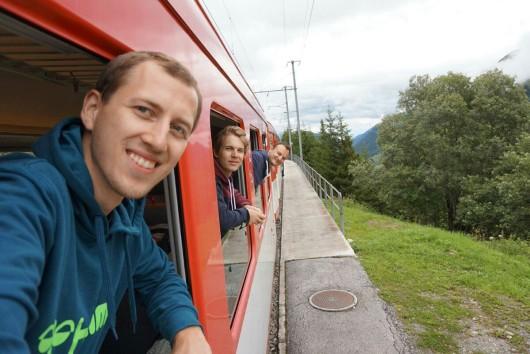 Wir drei in der Matterhorn-Gotthardt-Bahn mit einem Selfie! (Fotocredit: Malte Krohn)